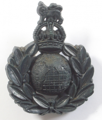 Royal Marines WW2 bakelight cap badge
