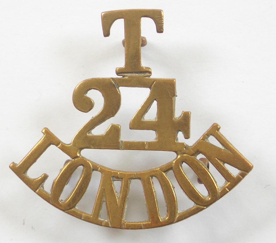 T/24/LONDON (Queen's) shoulder title