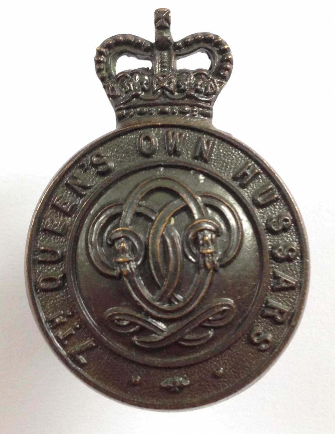 7th Queens Own Hussars OSD bronze cap badge