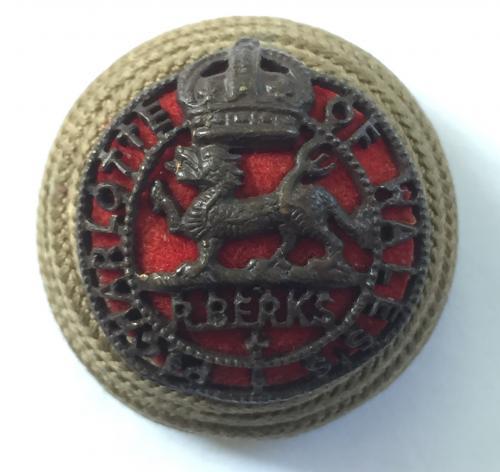 R. Berkshire Regt. Officer's cord boss.