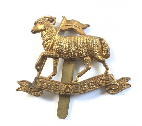 Queen's Regt WW1 all brass cap badge