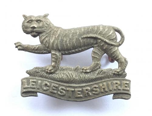 Leicestershire Vols white metal cap badge