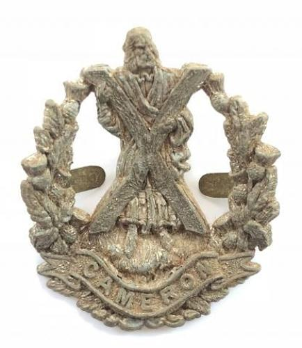 QO Cameron Highlanders WW2 plastic economy glengarry badge