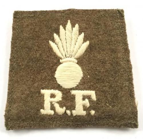 Grenade / R.F. scarce WW1 Royal Fusiliers slip-on cloth shoulder title.