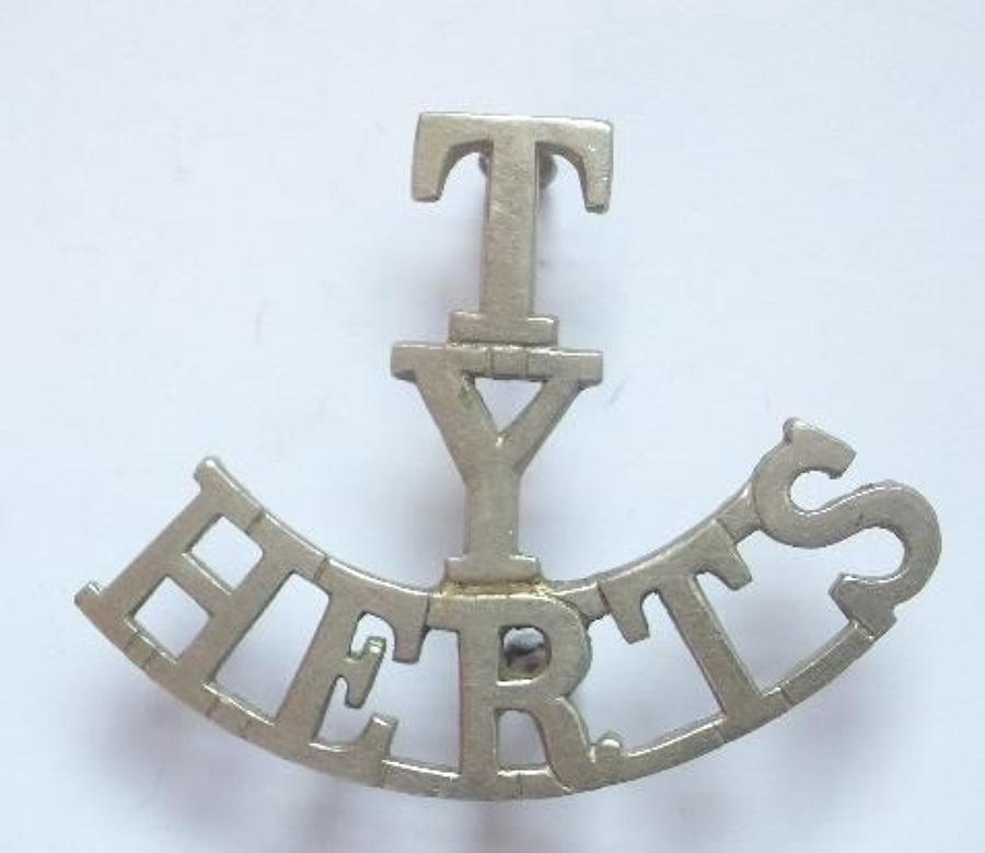 T / Y / HERTS white metal Hertfordshire Yeomanry shoulder title.