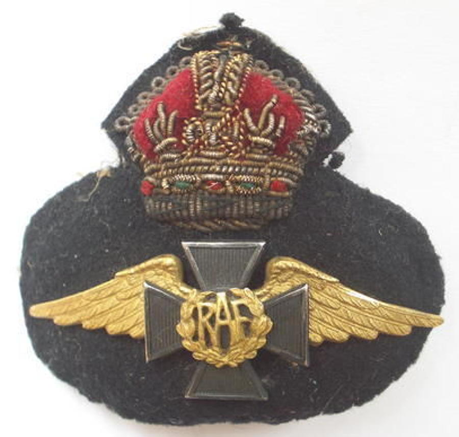 WW2 / Pre War Royal Air Force scarce Chaplain's cap badge.