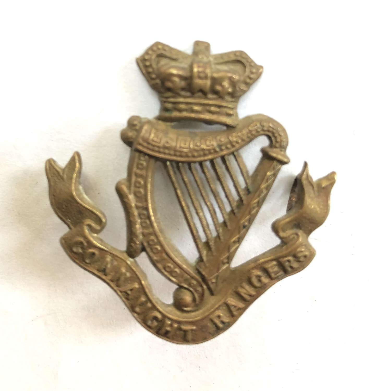 Connaught Rangers Victorian cap badge C1896-1901