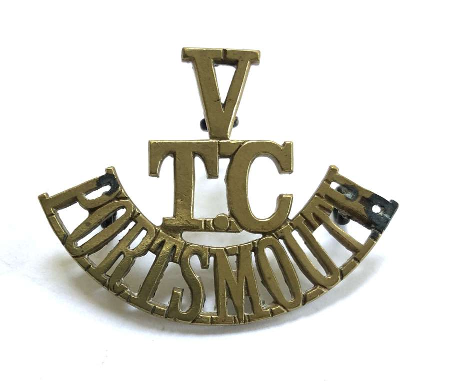 V / TC / PORTSMOUTH scarce Hampshire WWI VTC brass shoulder title