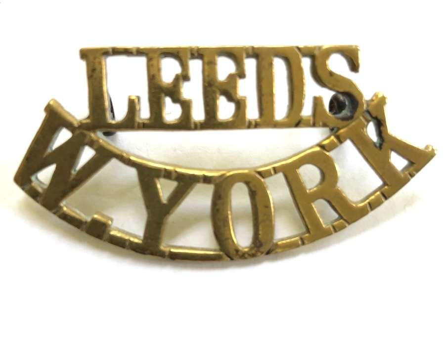 LEEDS / W.YORK WW1 Leeds Pals Kitchener's Army brass shoulder title.