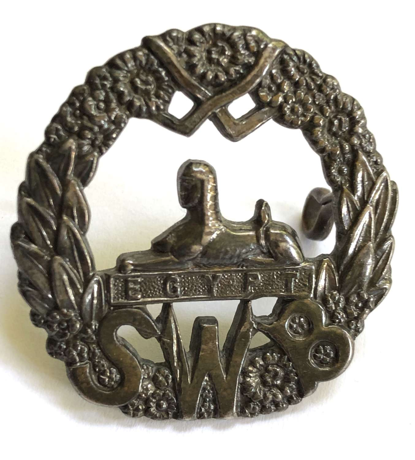 South Wales Borderers Officer's unmarked silver cap badge