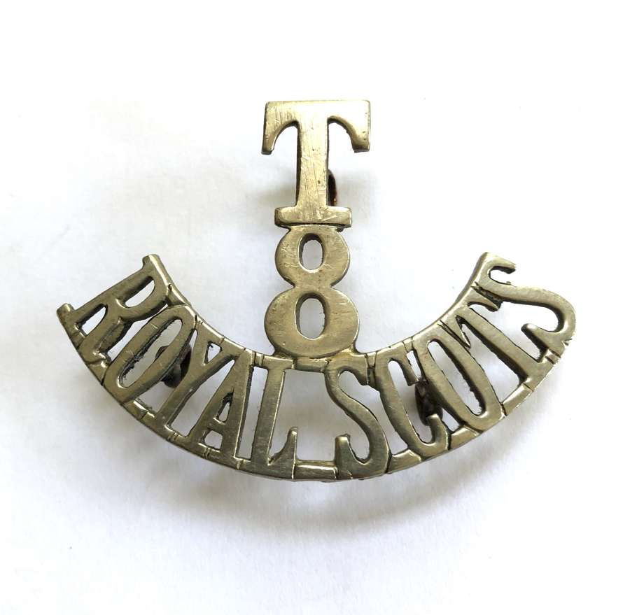 T / 8 / ROYAL SCOTS white metal Scottish shoulder title circa 1908-20