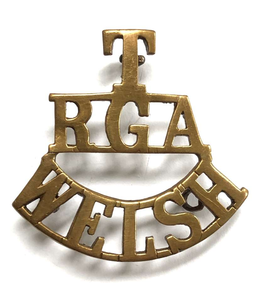 T / RGA / WELSH brass Royal Garrison Artillery shoulder title c1908-21