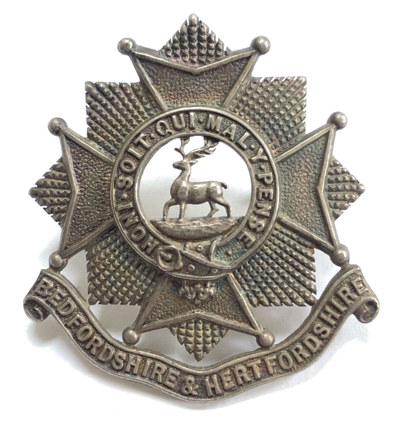 Bedfordshire & Hertfordshire Regiment WW2 silver cap badge by Gaunt