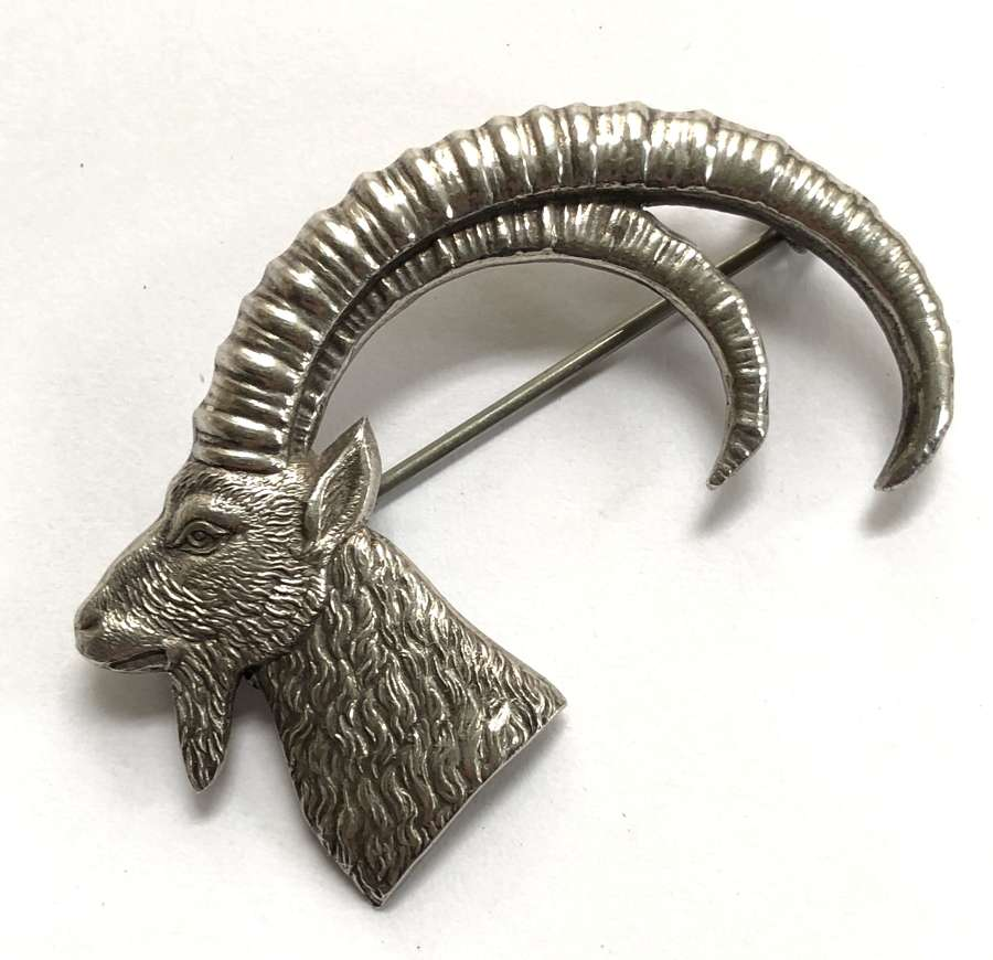 Africa. Port Sudan Suakin Province 1938 HM silver cap / pagri badge