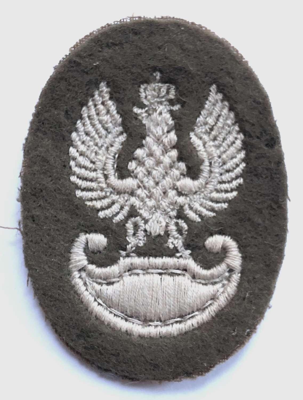 WW2 Polish Army in England cloth cap badge