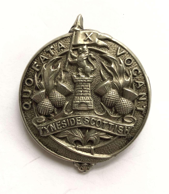 1914 Tyneside Scottish 1st pattern glengarry badge