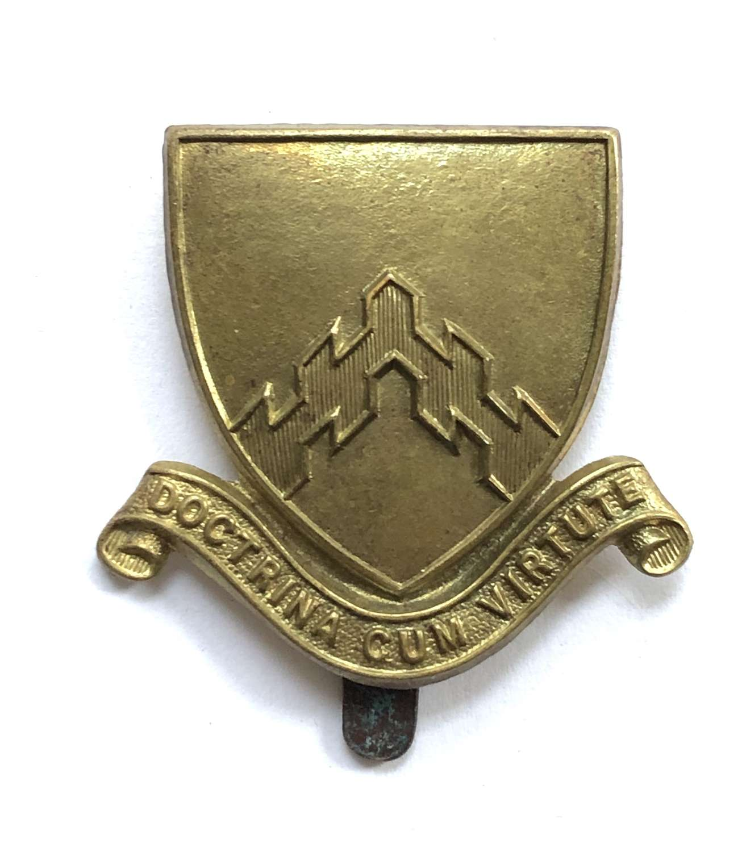 Hertford Grammar School cap badge.