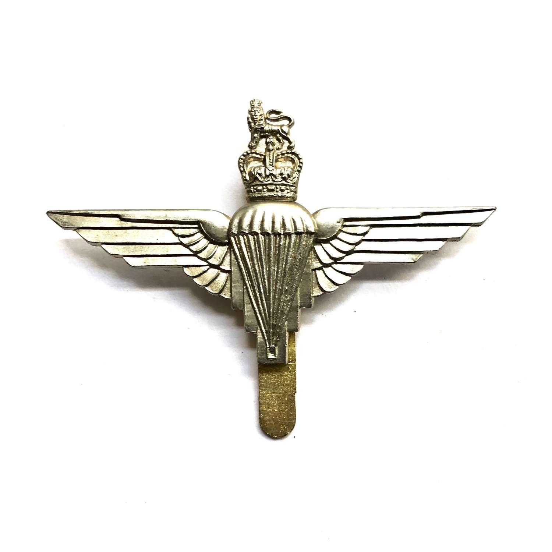 Parachute Regiment post 1953 beret badge by J.R. Gaunt, London