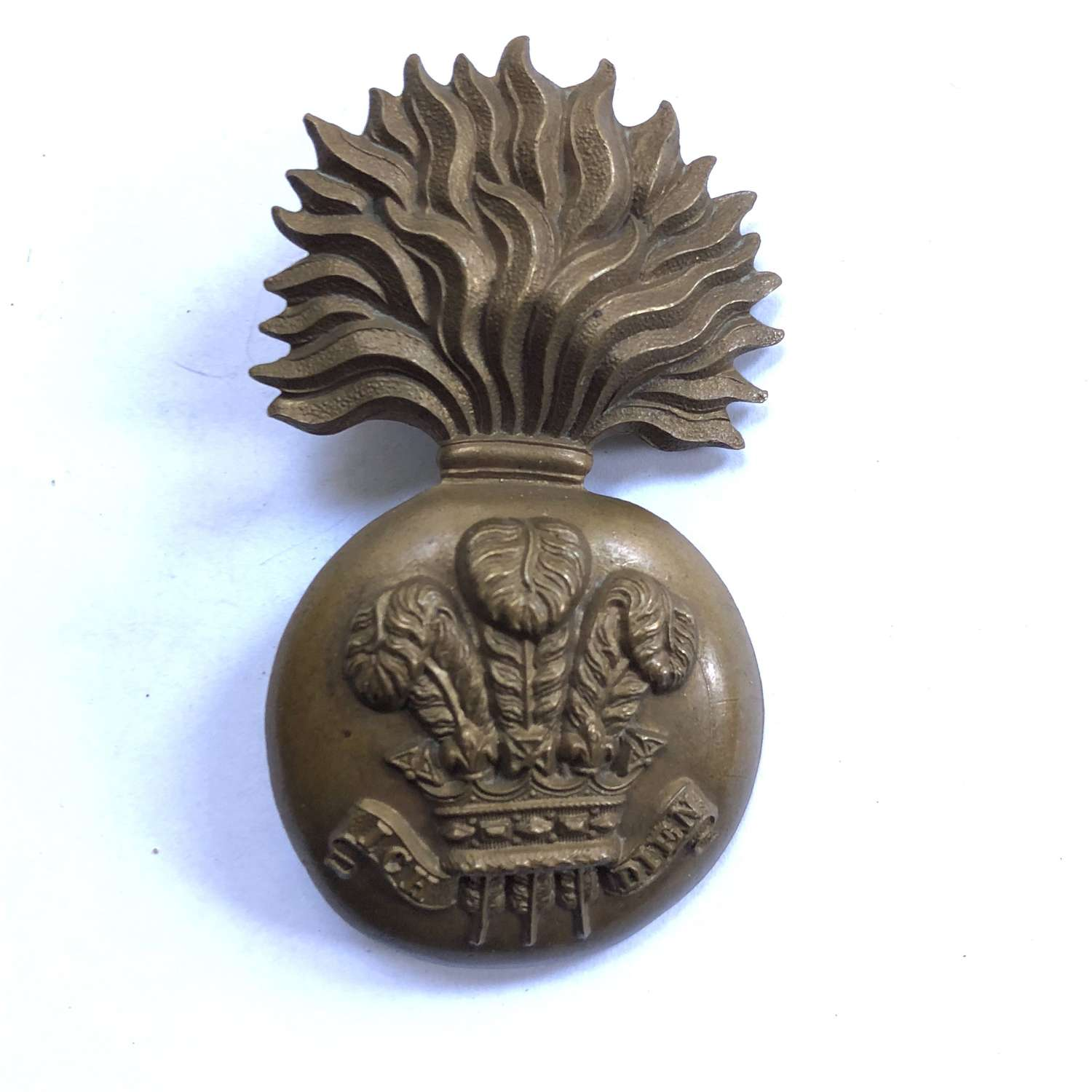 Royal Welsh Fusiliers Victorian glengarry badge circa 1881-96